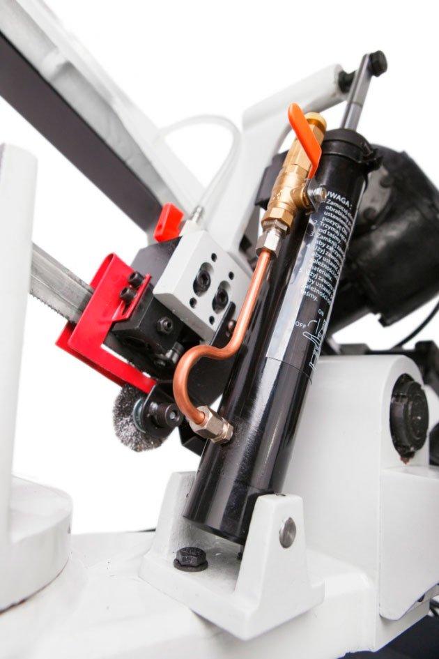 sierra-cinta-MC-BS260G-para-talleres-mantenimiento-carpinteria-estructura-metalica-02